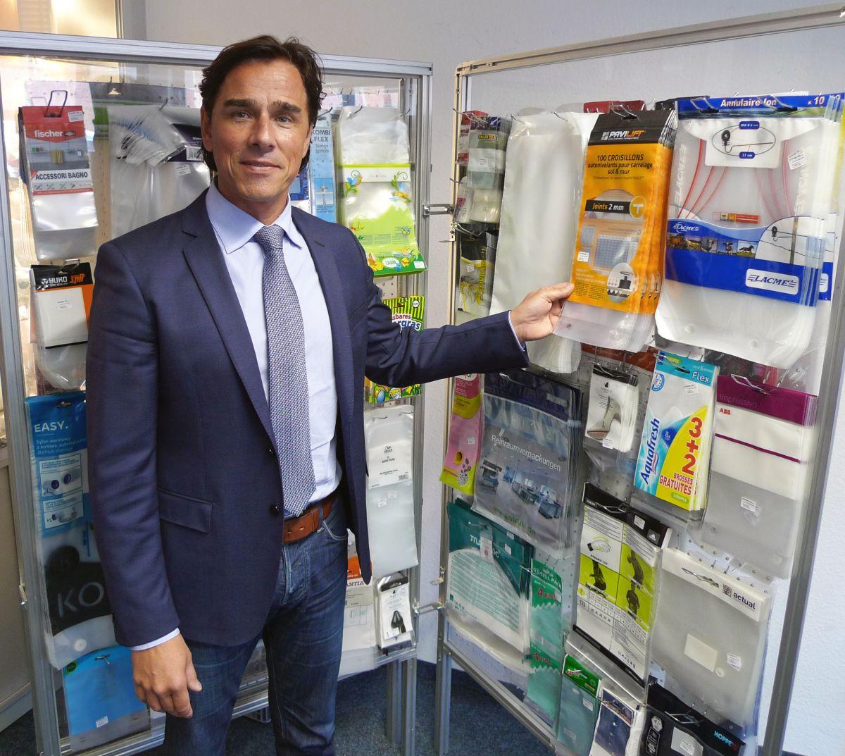 Beutel sparen gegenüber Blister-Verpackungen bis zu 70 Prozent Verpackungsvolumen. Das betont Franz Strubl, Geschäftsführer der Strubl GmbH & Co. KG. (Bild: Gerd Bergmann/Flexo+Tief-Druck)