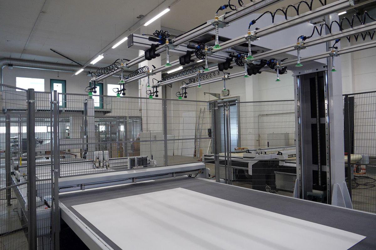 Automatisches Zuführsystem mit Vakuum-Greifspinne von Schmalz (Bild: J. Schmalz GmbH)
