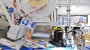 : Ein spezielles selbstjustierendes Kamerasystem überprüft die Anwesenheit und Position der Etiketten Bild: HERMA)