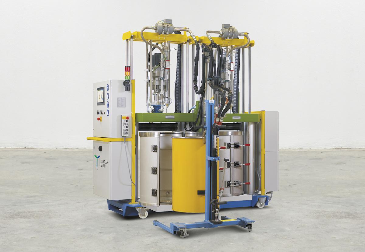 Eine sichere Sache: Das 2K-Dosiersystem NODOPOX ist mit zwei Vakuumspannfässern ausgestattet. TAVA 200 D verhindert während des Fasswechsels das Eindringen von Störluft in die Anlage und den Prozess. (Bild: Tartler GmbH)
