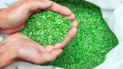 Auch in Kunststoffrohstoffen können tierische Bestandteile enthalten sein (Bild: Arsenii Palivoda/shutterstock.com)