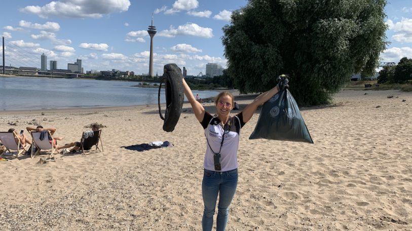 Team Kunststoff hilft beim Müllsammeln am Rhein (Bild: PlasticsEurope Deutschland e. V.)