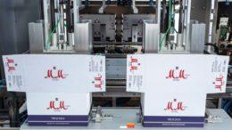 Die schnittstellenfreie kompakte Anlage bietet vielfältige Flaschen- und Endverpackungsformate für effiziente Verpackungslösungen. (Bild: Gerhard Schubert GmbH)