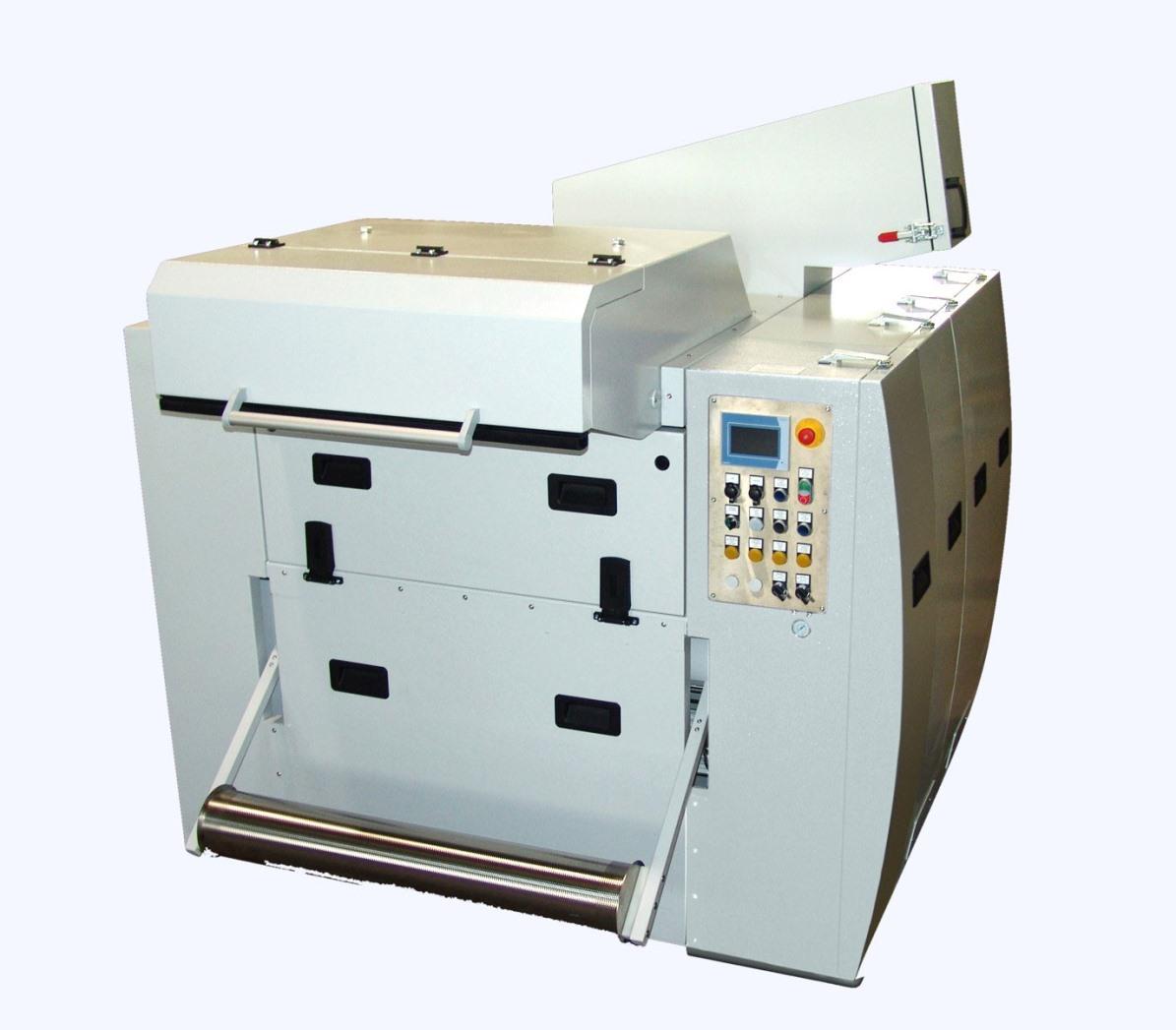 Die schallgedämmte Einzugsmühle RS 30090-E ist für den Einsatz in der Thermoforming-Produktion prädestiniert. Sie ist auf der K 2019 in Halle 3 in Betrieb zu sehen. (Bild: Getecha)