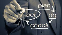 """Studie """"Erfolg im Wandel"""": Nur gut jedem zweiten Unternehmen gelingt eine kontinuierliche Anpassung der eigenen Prozesse. (Bild: patpitchaya/shutterstock.com)"""
