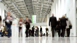 Der Messeboulevard der KoelmMesse sorgt für kurze Wege der Messebesucher. (Bild: Koelnmesse GmbH Hanne Engwald)
