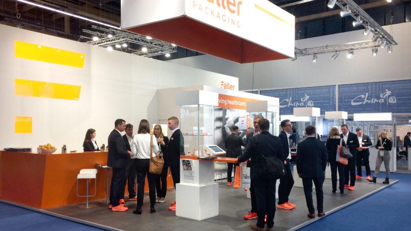 Aus August Faller wird Faller Packaging: Das Unternehmen stellt auf der CPhI in Frankfurt erstmals seinen neuen Markenauftritt öffentlich vor. (Bild: August Faller GmbH & Co. KG)