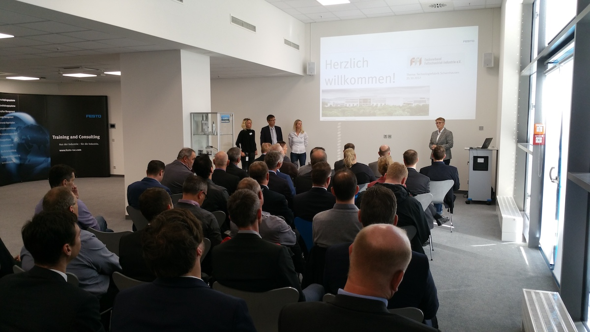 Das Technik Forum 2017 fand im Rahmen einer Betriebsbesichtigung der Technologiefabrik Scharnhausen der Festo AG & Co. KG statt. (Bild: FFI Fachverband Faltschachtel-Industrie e. V.)