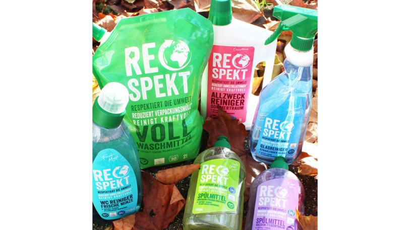 Alle Respekt-Produkte sind in ressourcenschonende Beutel sowie Flaschenkörper aus 100 Prozent Recyclingkunststoff verpackt. (Bild: obs/EDEKA Zentrale AG & Co. KG)