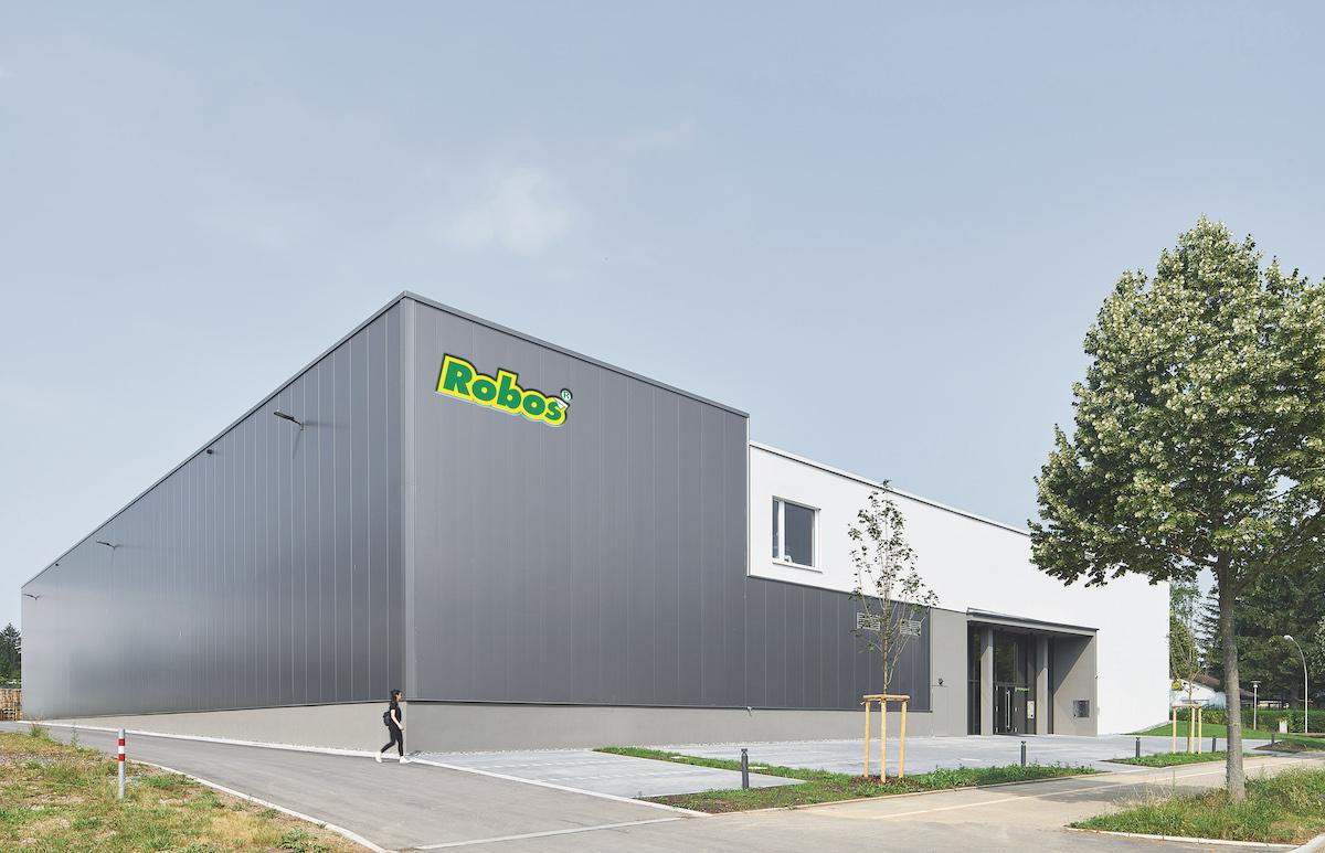 Der Neubau in Kornwestheim vereint alle Prozesse unter einem Dach. (Bild: Robos GmbH & Co. KG)