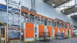 Vertikalförderer und Pufferstrecke über den Ofen – Abkühlen, Transport und Lagerung in einer Funktion (Bild: HaRo Anlagen- und Fördertechnik GmbH)
