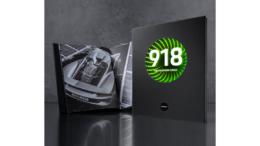 """Drückt man den aufgedruckten """"Activate""""-Button, beginnt hinter der """"918"""" eine magische Lichtinszenierung. (Bild: Karl Knauer)"""