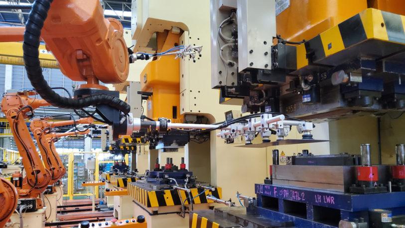 Die Thai Summit Automotive Co., Ltd.benutzt automatische Greifsysteme für ihre Pressenstraße zur Blechumformung. (Bild: FIPA GmbH)