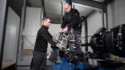 Im Rahmen des ONE Service-Konzepts sind Mosca-Techniker wie Andreas Bulling (rechts) regelmäßig bei Kunden vor Ort, um Problemen effektiv vorzubeugen. (Bild: Mosca)