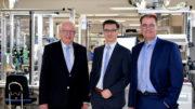 Bernhard (links) und Michael (rechts) Juchheim führen ab Januar 2020 die JUMO-Unternehmensgruppe gemeinsam mit Dimitrios Charisiadis (Mitte). (Bild: JUMO GmbH & Co. KG)