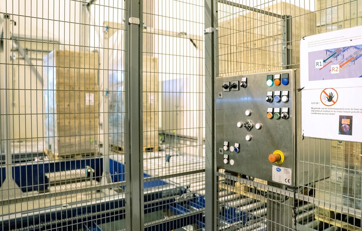 Zwei Schaltkästen dienen der manuellen Kontrolle, im Innern erweitern FEN20-Multiprotokoll-Module das Angebot an Ein- und Ausgängen. (Bild: Turck)