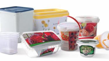 """Moderne Verpackungen im Überblick: Der Snack-Tomaten-Eimer in Gitterstruktur (Mitte) begeisterte beispielsweise die Jury des Preises """"Höfliche Verpackung"""". (Bild: Pöppelmann)"""