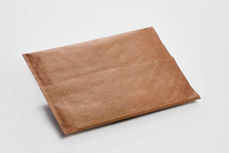 Unbeschichtetes und beschichtetes Papier unterschiedlicher Art kann zur Herstellung von Beutelverpackungen verwendet werden. Beispiel hier mit Überlappung oben und zwei Seiten verleimt (alternative Verschließtechniken auf Anfrage). (Bild: Hugo Beck)