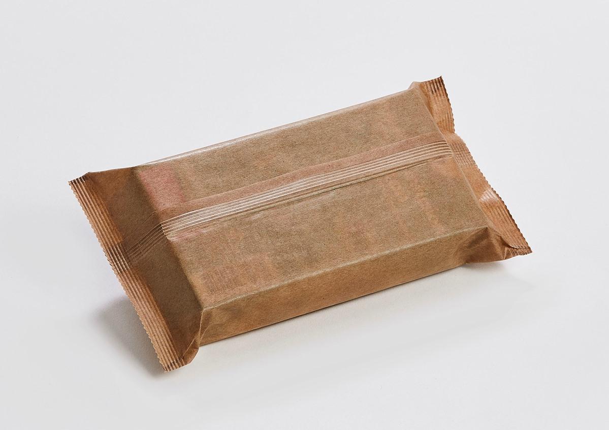 Flowpack-Verpackungen mit Längsschweißung oben/unten sind derzeit nur mit beschichtetem Papier, d. h. mit einer minimalen siegelfähigen Beschichtung (z. B. PE oder Kaltleim) möglich. (Bild: Hugo Beck)