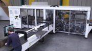 Die vollautomatische Verpackungsanlage X7 produziert bis zu 1.200 versandfertige Pakete pro Stunde für unterschiedlich große Produktsendungen.