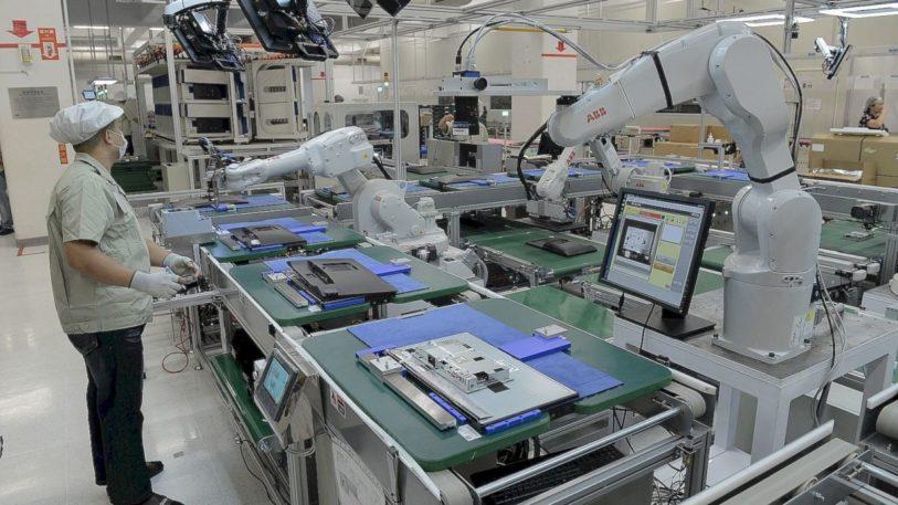 Roboter im Einsatz an der Montagelinie (Bild: ABB)