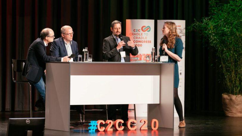 (v. r. n. l.) Dr. Lars Hancke, Heiner Klokkers, Bernd Groh (hubergroup), Nora Sophie Griefahn (C2C NGO), (Bild: hubergroup)