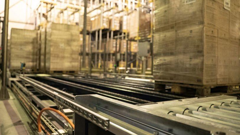 Innerhalb von 30 Minuten füllt sich im Werk die Beladezone mit Tiefkühlprodukten. (Bild: Turck)