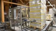 Der modular aufgebaute REA Label Palettenetikettierer wird oft im Versandlager eingesetzt. (Bild: REA Elektronik GmbH)