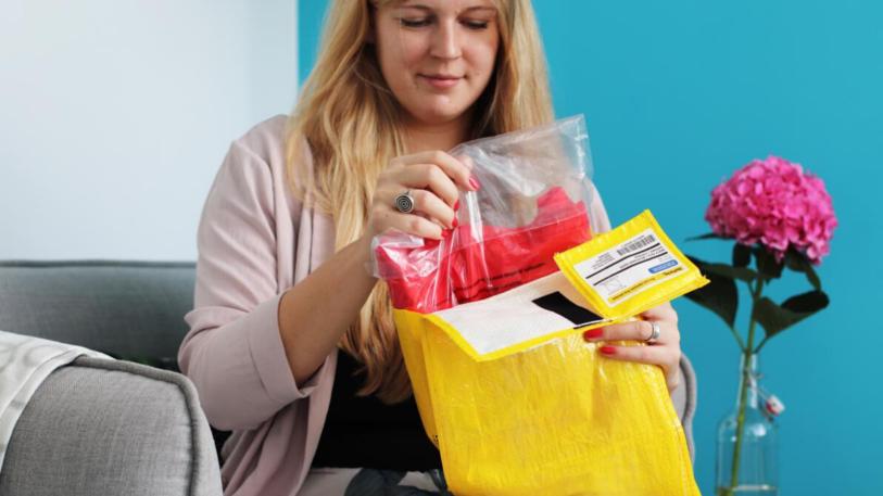 Zalando-Testkunden erhalten ihre Waren im RePack-Kunststoffbeutel. (Bild: Zalando)
