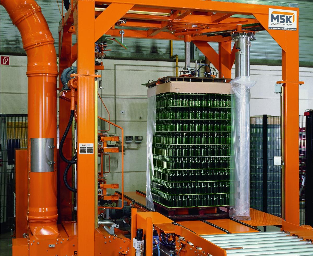 Vollautomatisches Auspacken folienverpackter Paletten durch die MSK Defotech