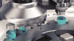 Bördelqualitätsprüfung an Vials: Ein spezieller Sensor ermöglicht die 360-Grad-Inspektion der Verschlusskappen mit nur einer Kamera.