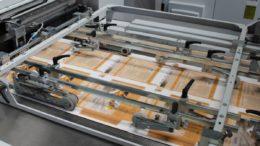 In der Herstellung von Faltschachteln deckt Schäfer Druck & Verpackung ein breites Spektrum mit Auflagengrößen bis zu einer Million Verpackungen und mehr ab.