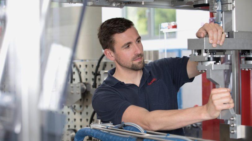 Konstruktion vobn Verpackungsmaschinen: Verschiedene Formatteile werden sicher und griffbereit am Formatteilewagen fixiert.
