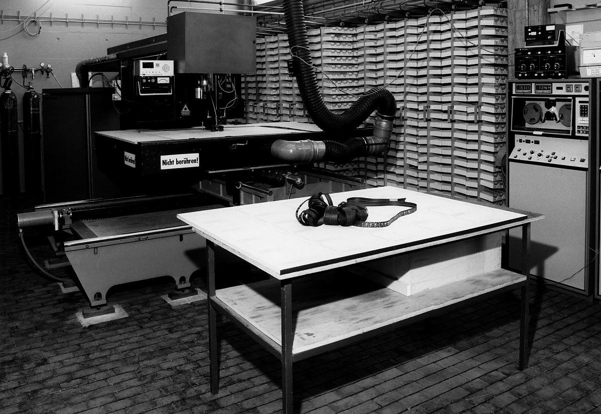 Die erste CO2-Laserschneidanlage für die Stanzformenherstellung in Europa wurde 1972 bei Marbach installiert. (Bild: Marbach)
