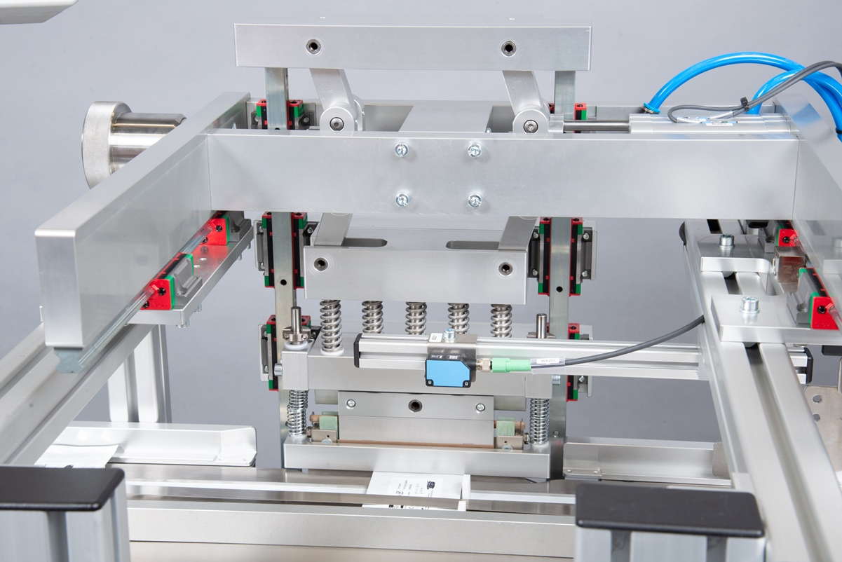 Für das thermische Verschweißen des Verbundmaterials kommen spezielle Komponenten zum Einsatz.