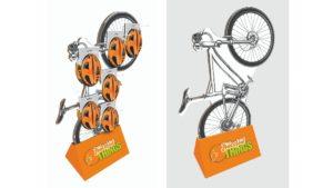 Fahrraddisplay aus Wellpappe bestückt mit Fahrradhelmen