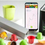Kaffeekapseln, Einwegbesteck, Smartphone und mobiles Messgerät zur Nahinfrarot Spektroskopie zur Trennung von Kunststoffen
