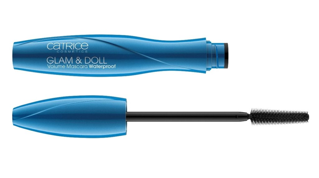 Geoeffnete blaue Mascaraverpackung von Cosnova