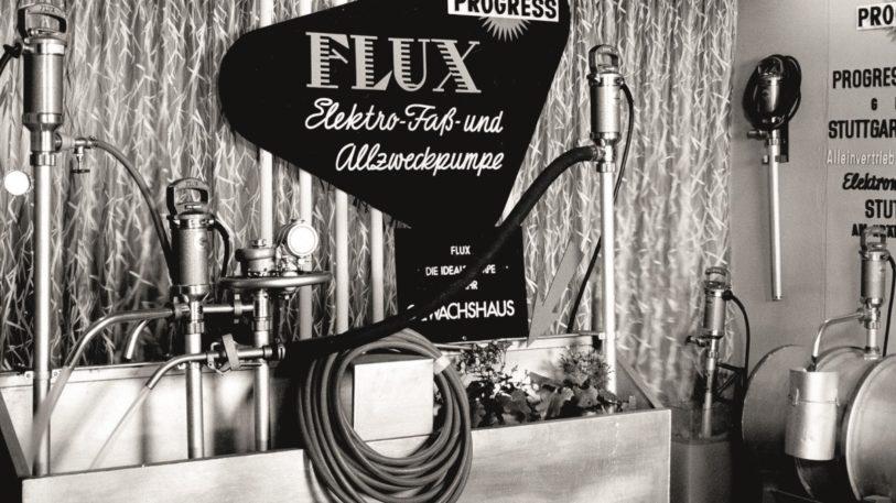 Schwarz-Weiss-Aufnahme einer Flux-Pumpe von 1956
