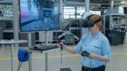 Auszubildende mit VR-Brille bei Heidelberg