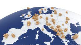 Erdkugel mit Europa und vielen Paketen