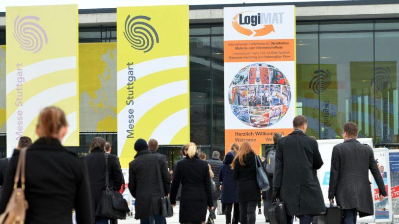 Eingang zur Logimat mit Besuchern
