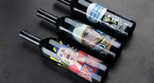 Drei Flaschen mit farbigem Digitaldruck