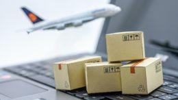 Kartons, Laptop und Flugzeug Trackingtool SmartAir!