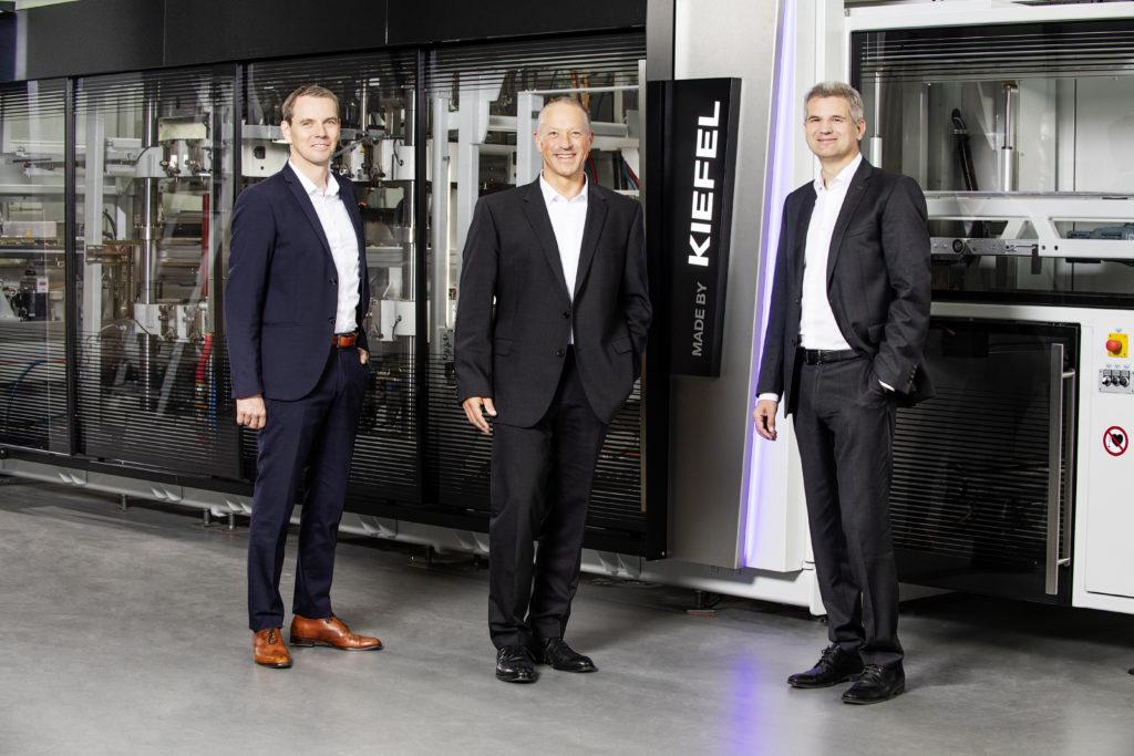 Kiefel CEO Thomas Halletz (Mitte), CTO Stefan Moll (l.) und CFO Peter Eisl