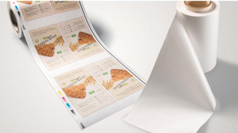 Papierlaminat für flexible Verpackungen auf der Rolle von BASF und BillerudKorsnäs