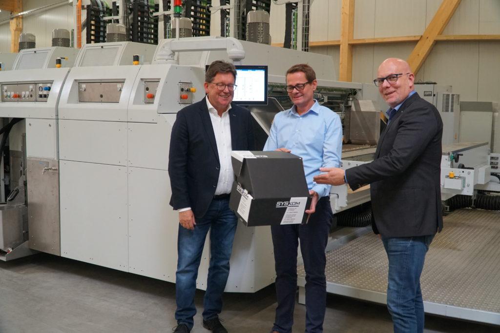 Das Bild zeigt von links: Wilfried Kröger (Geschäftsführer KOLBUS), Henning Spilker (PackConcept), Andreas Hülsmann (Vertiebsleiter KOLBUS).