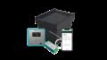 Schwarze Transportbox mit Thermometeranzeige und Datenanzeige auf Mobilgeraeten für temperatursensible Medikamente