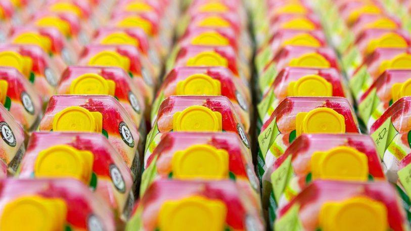 Getränkekartons mit Barrierebeschichtung im Supermarktregal