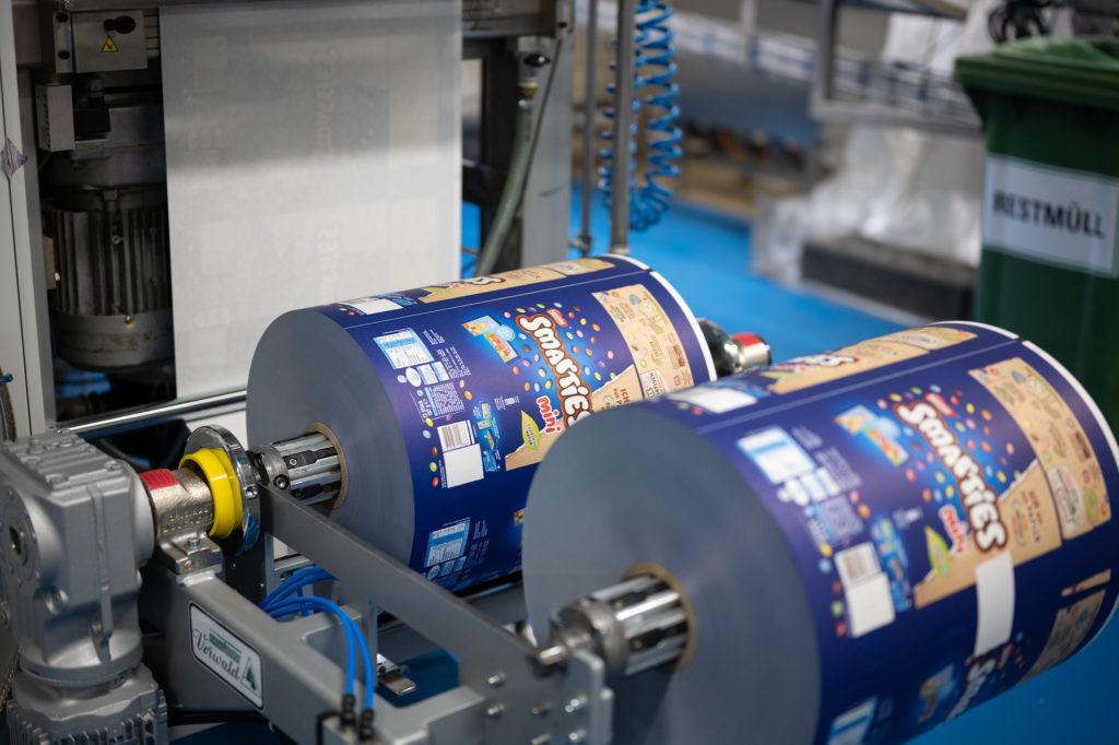 Rolle mit bedrucktem Papier für Smarties Verpackung